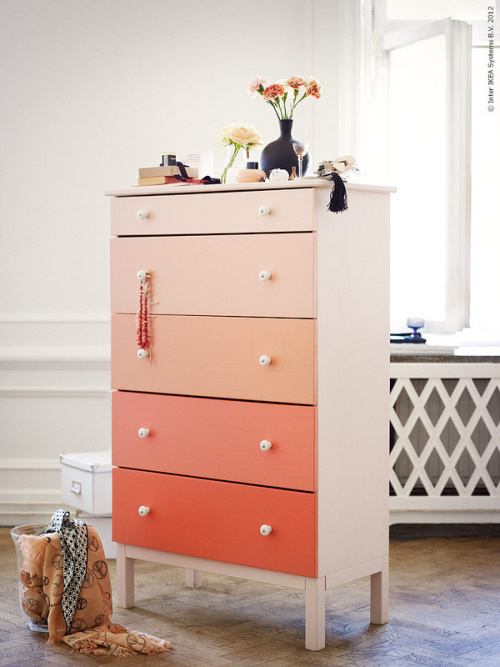IKEA hack: IKEA Tarva dresser painted in apricot ombre shades to create the perfect dresser for a teen girl bedroom.